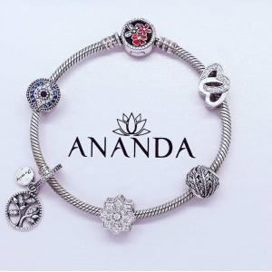 Silver charms for every mood. 💫#nakit #srebrninakit #zapestnica #srebrnazapestnica #obeski #srebrniobeski #trend #moda #glamur #www.anandashop.si
