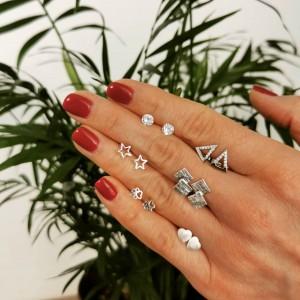 New earrings for a new day. ✨ #naki̇t #srebrninakit #uhani #trend #moda #modnidodatki #novdan #minimalizem