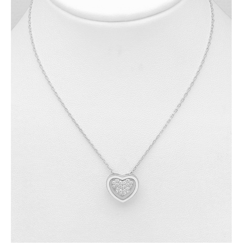 Srebrna ogrlica s srčkom okrašena s cirkoniji