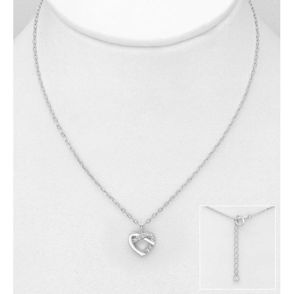 Srebrna ogrlica z obeskom v obliki zanke srčka okrašenim s cirkoniji