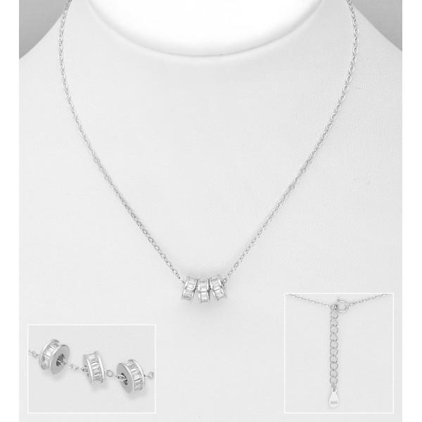 Srebrna ogrlica s tremi obeski okrašenimi s cirkoniji