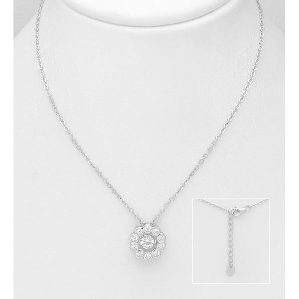 Srebrna ogrlica z okroglim obeskom okrašenim s cirkoniji