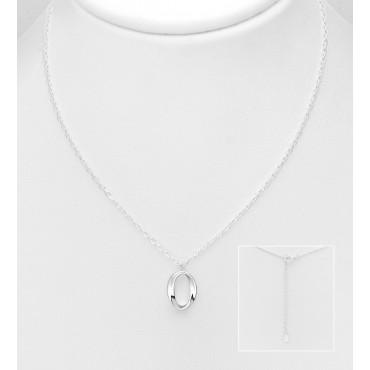 Srebrna ogrlica z obeskom ovalne oblike