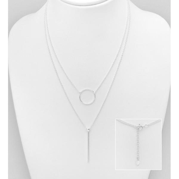 Srebrna ogrlica z obeskoma kroga in palice