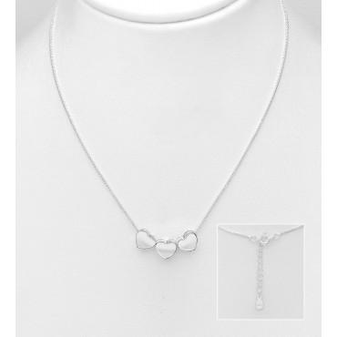 Srebrna ogrlica s tremi srčki