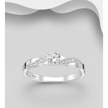 Srebrni prstan okrašen s cirkoniji