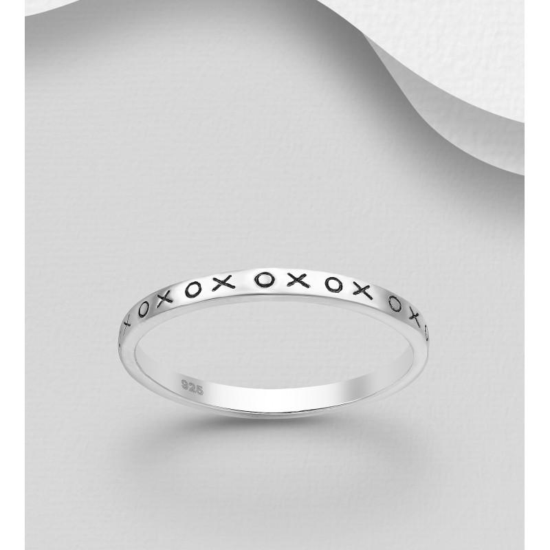 Srebrni prstan - 'XOXO' širine 2 mm